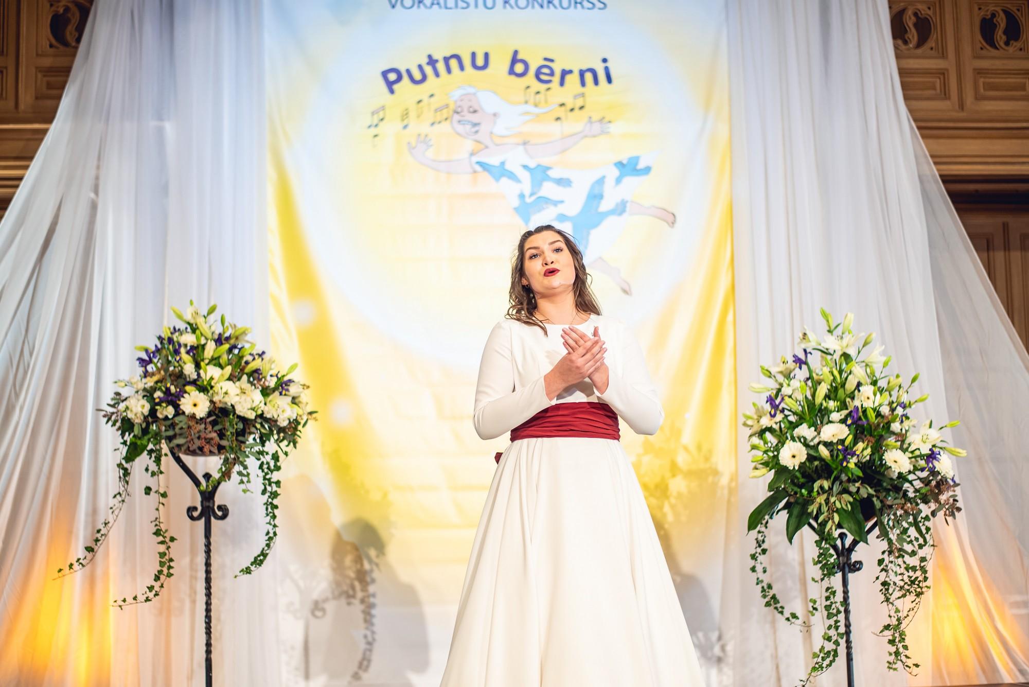"""LMMDV audzēkne Elizabete Katrīna Elere plūc laurus konkursā """"Putnu bērni"""""""