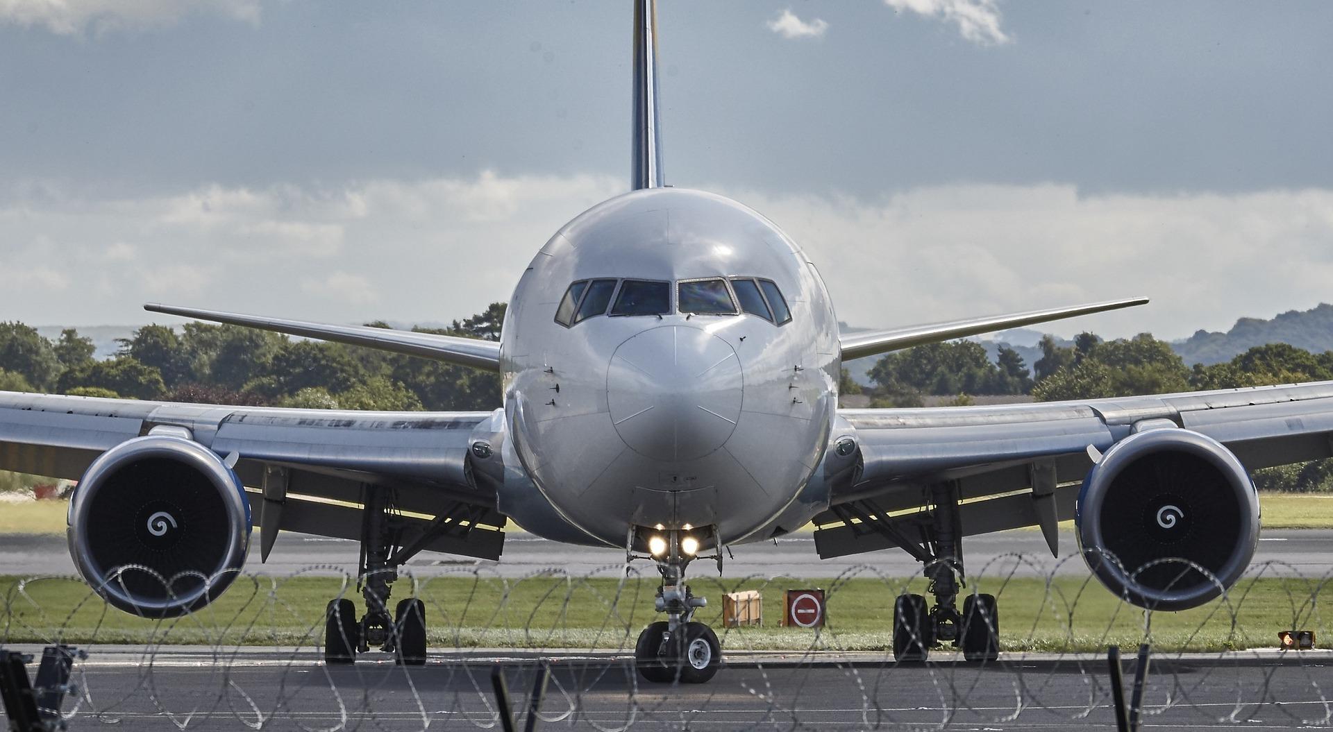 Septiņi padomi, kā izdevīgāk pirkt aviobiļetes