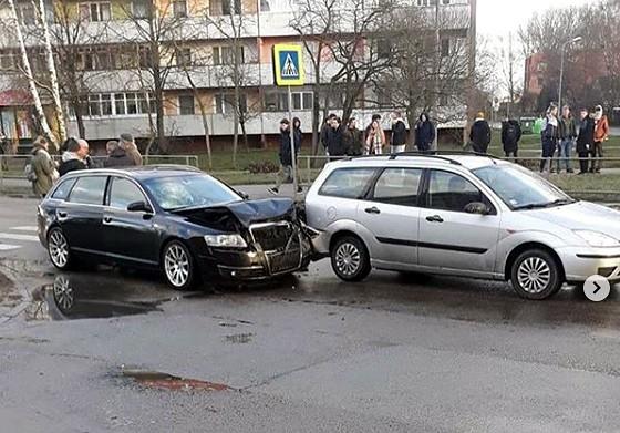 """Dzērumā un bez tiesībām """"Audi"""" vadītājs izraisa avāriju Ventspils ielā"""
