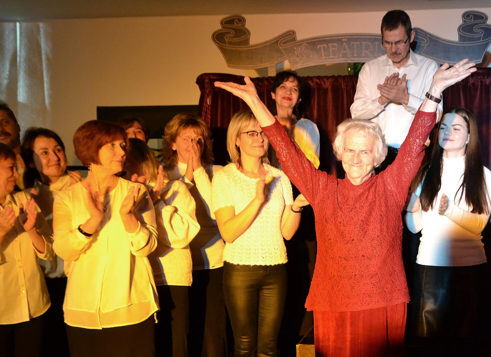 Bērnu teātra 50 gadu jubilejā pieaugušie atceras savas lomas