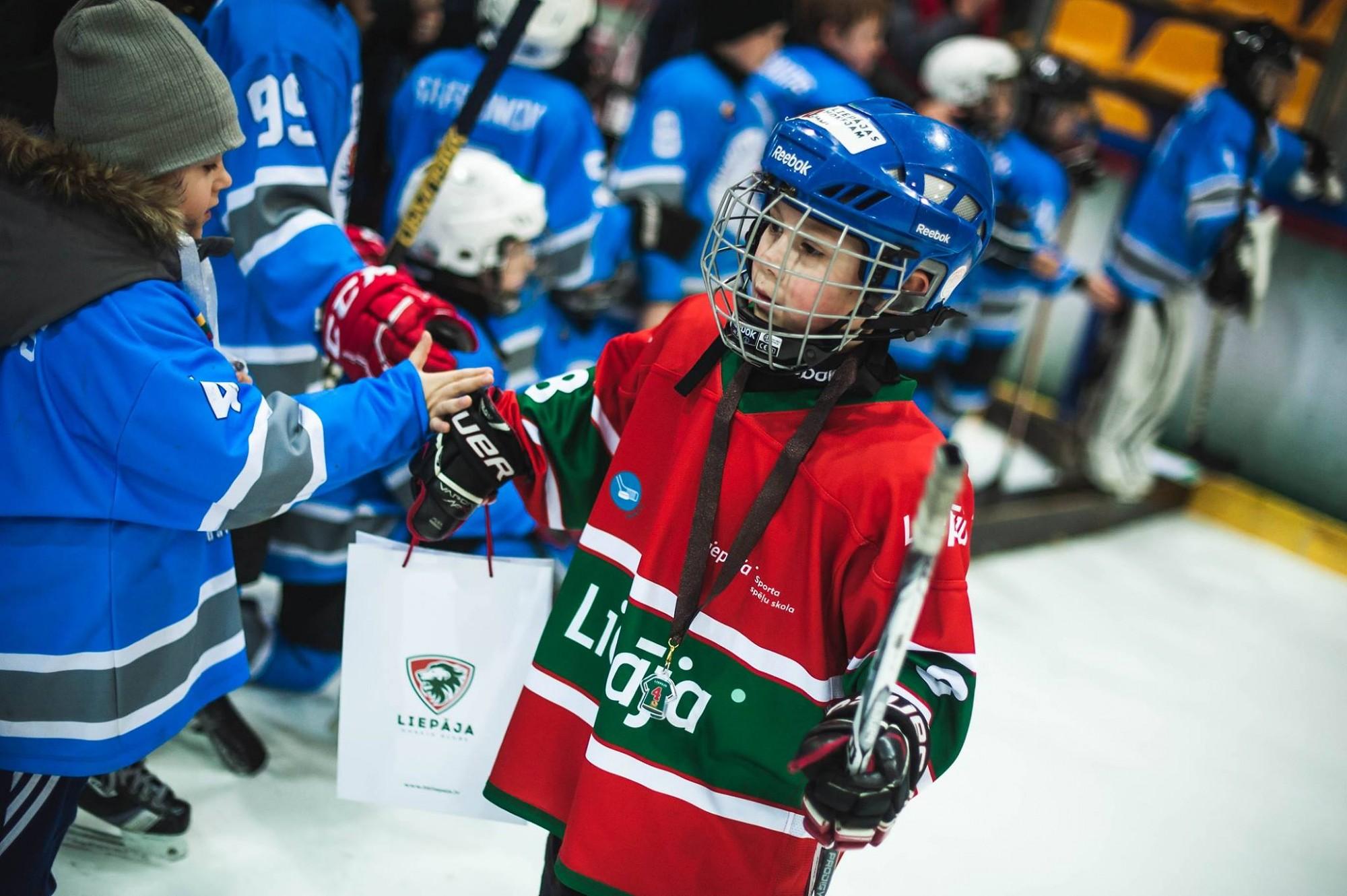 """Notiks hokeja turnīrs bērniem Amber Puck """"Christmas Cup 2019"""""""
