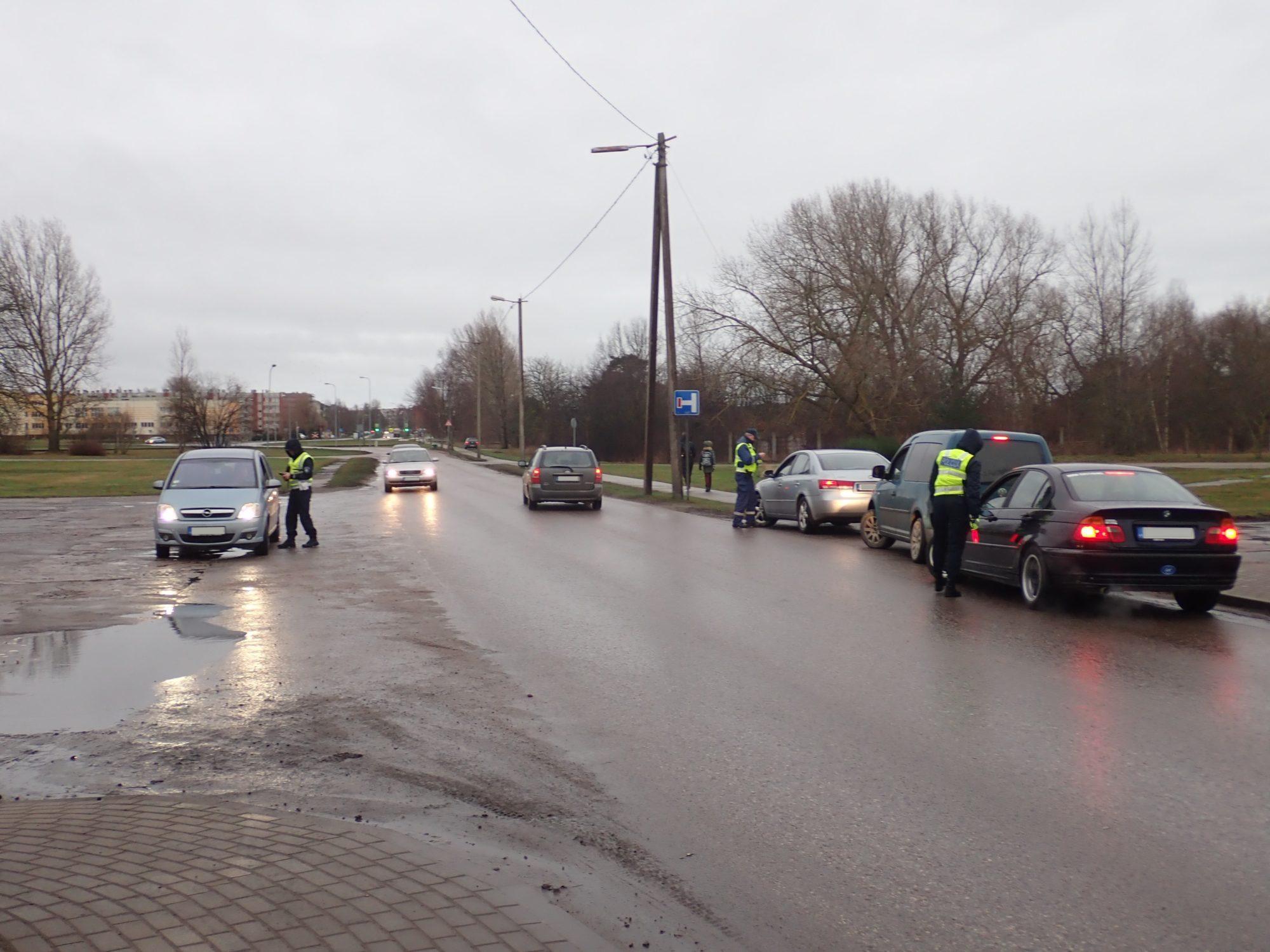 Vienas dienas laikā Kurzemē pārbaudīti 1 529 transportlīdzekļu vadītāji; noformēti 142 administratīvo pārkāpumu protokoli