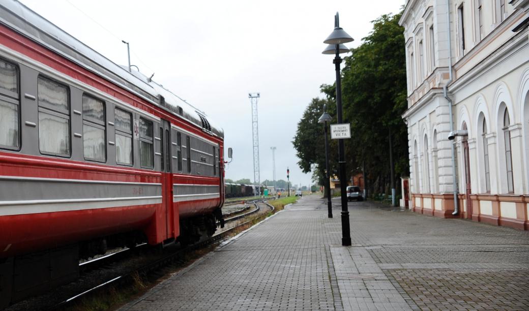Jaunie vilciena reisi piepildās ar pasažieriem