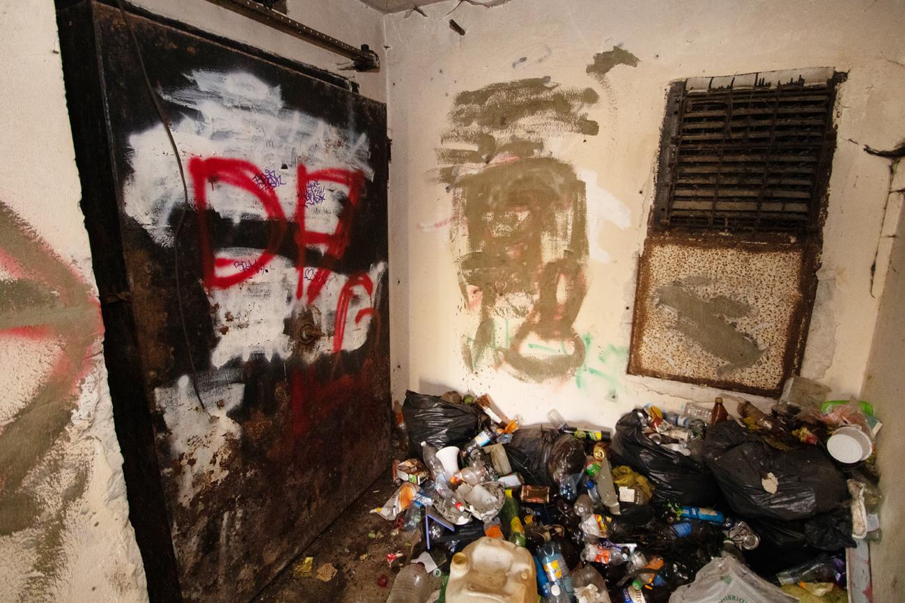 Ķīmiskie atkritumi savākti, durvis aizmetinātas