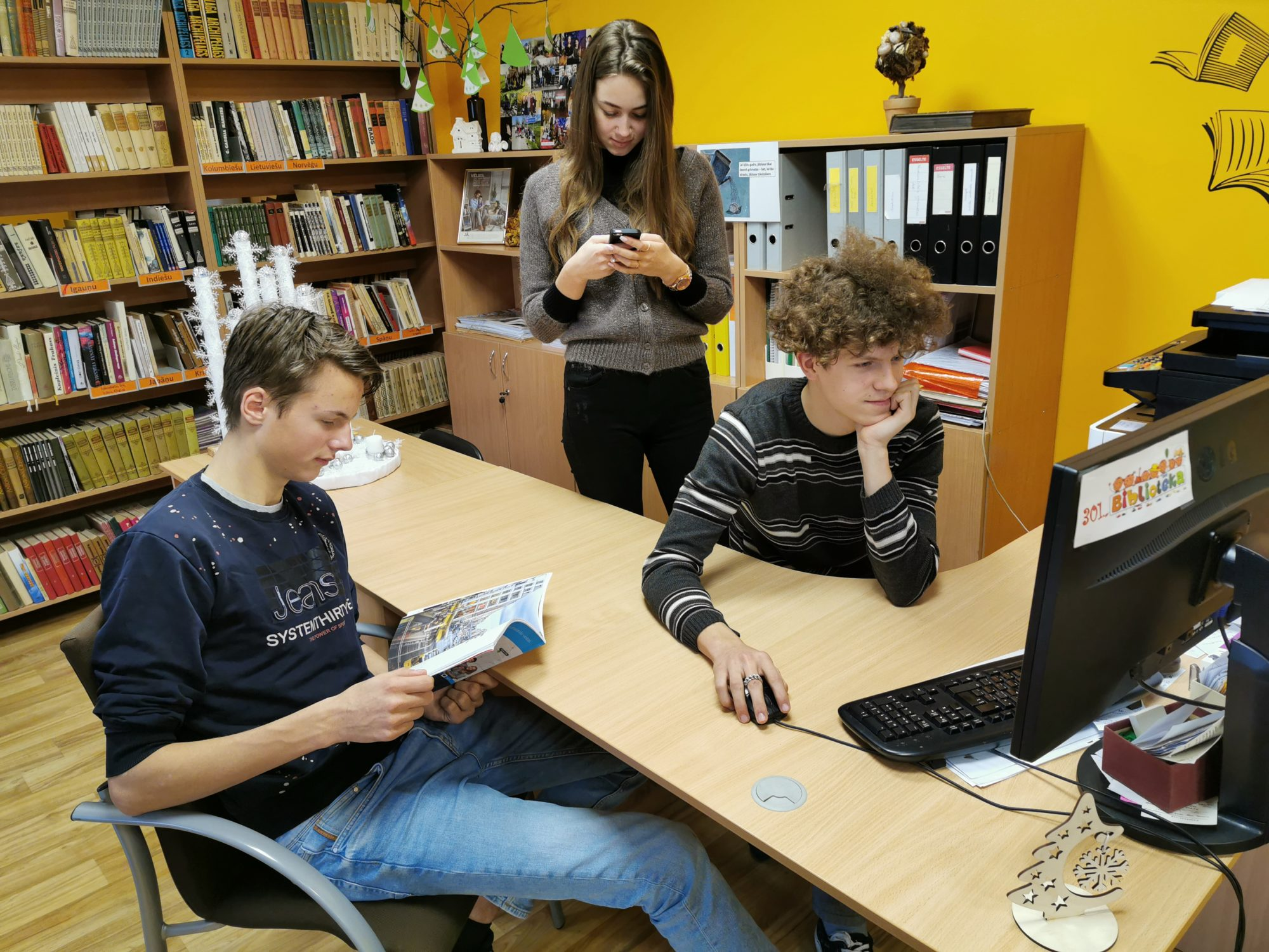Starp televīziju un virtuālo vidi. Kā jaunieši uzzina par svarīgāko?