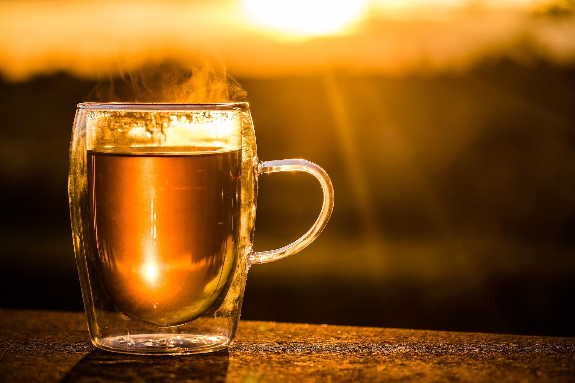 Iedzert un sasildīties. Gardas un veselīgas karsto dzērienu receptes