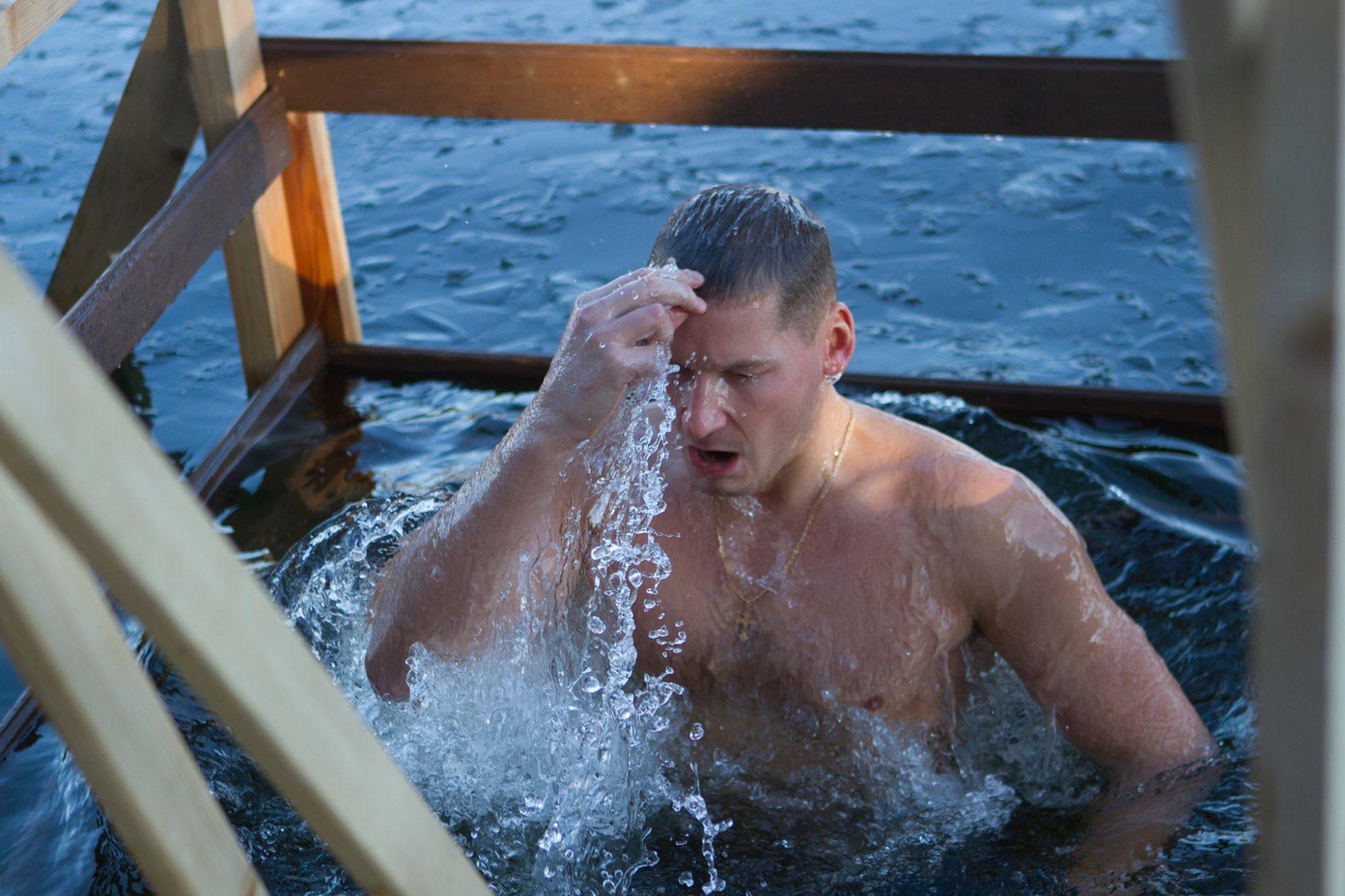 Svētdien Kunga Kristīšanas svētkos gremdēsies aukstā ūdenī