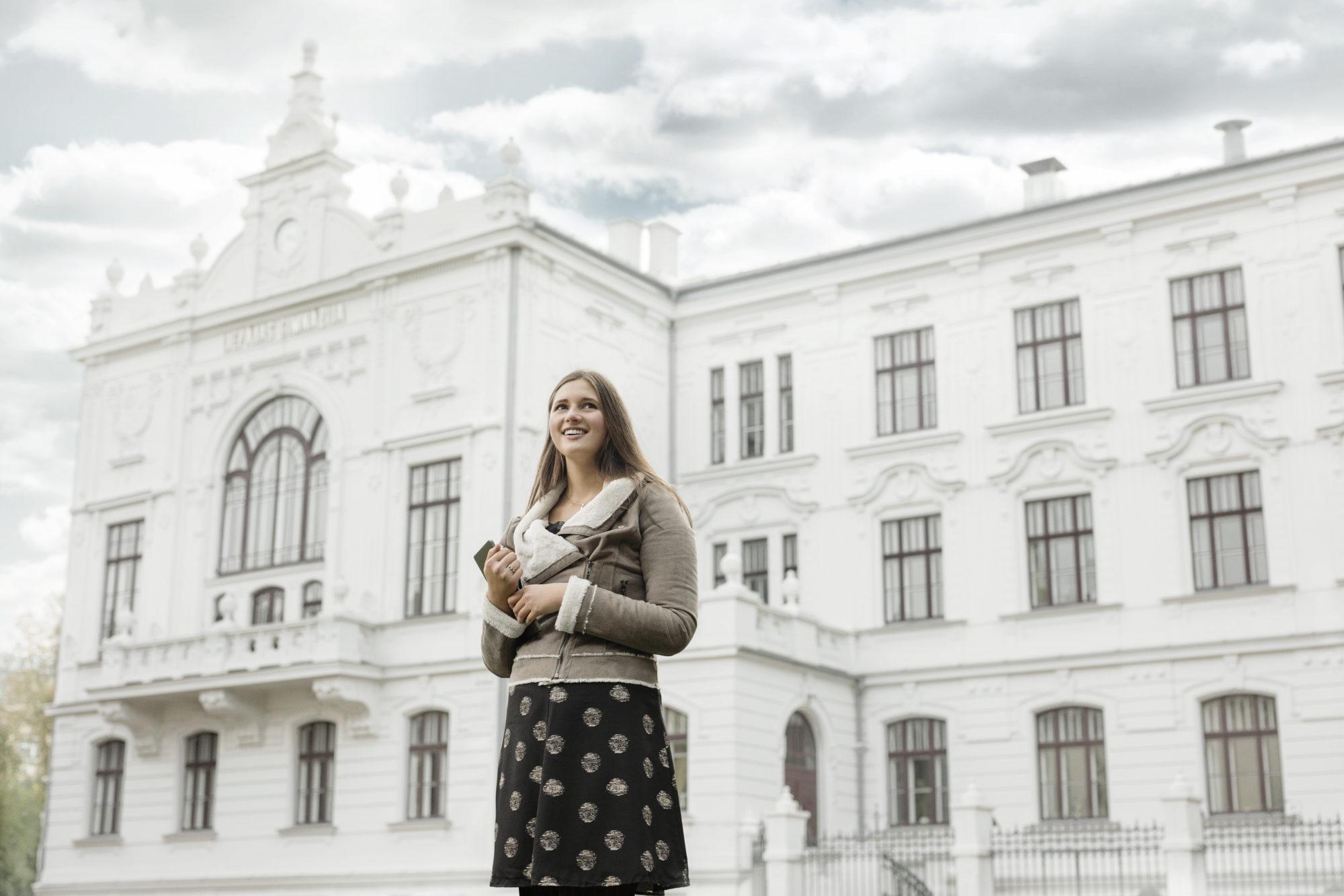 Liepājas Valsts 1. ģimnāzija saņēmusi Latvijas Universitātes Skolu balvu