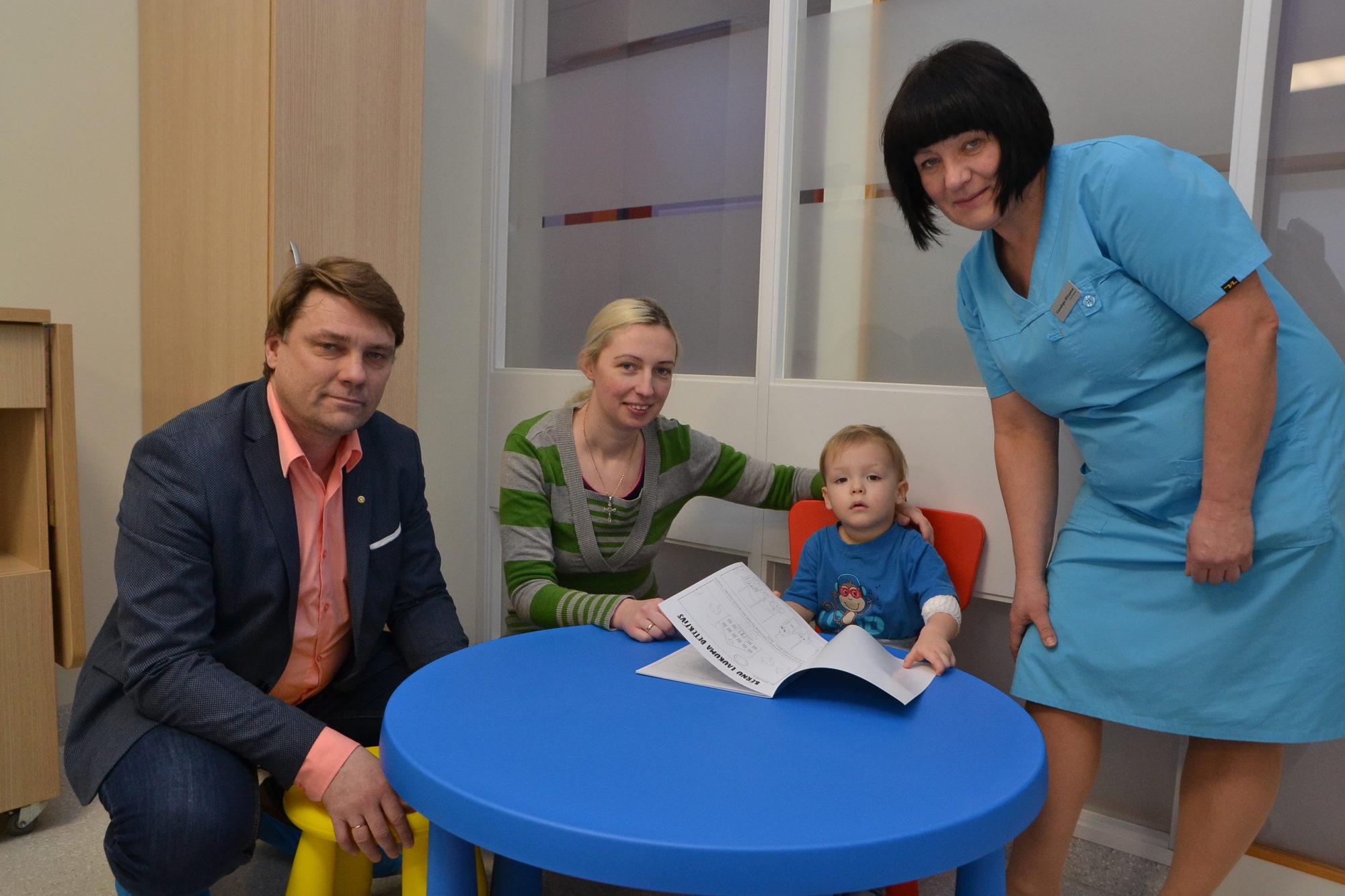 Krāsains prieks mazajiem pacientiem