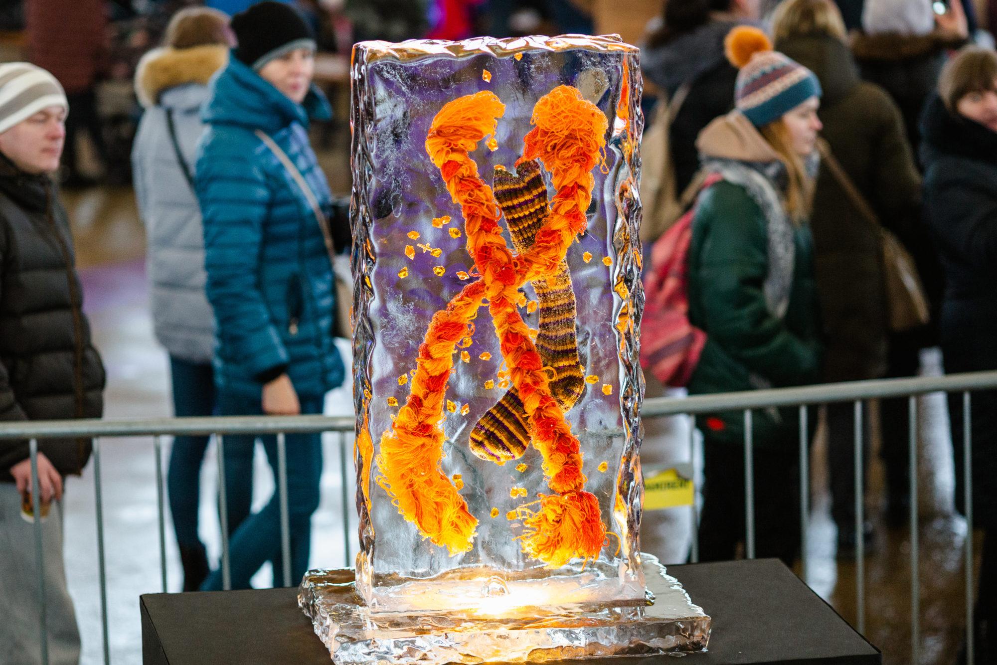 Jelgavā krāšņi aizvadīts ledus supervaroņu salidojums