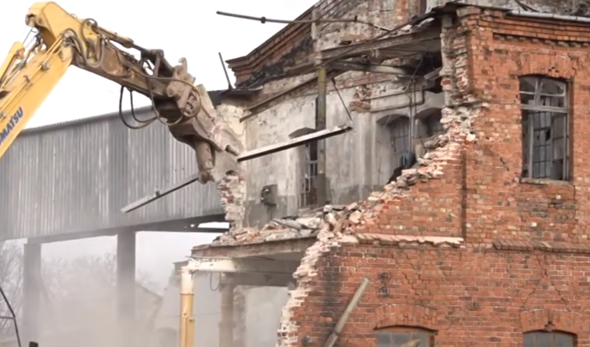 Nojauc Berči projektētās Eļļas fabrikas ēkas