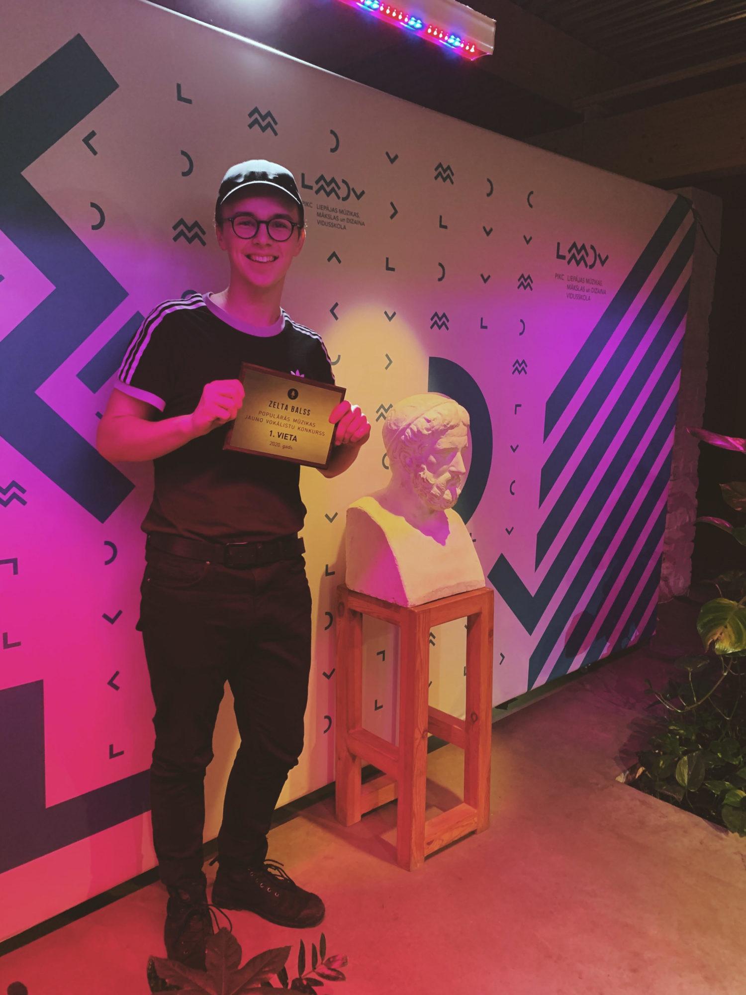 """LMMDV audzēknis Toms Samsons konkursā """"Zelts balss 2020"""" izcīna 1. vietu"""