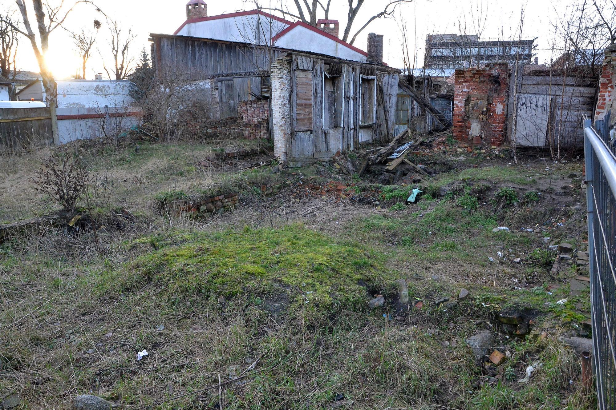 Pēc iedzīvotāju sūdzības aizvesti seši kubikmetri gružu