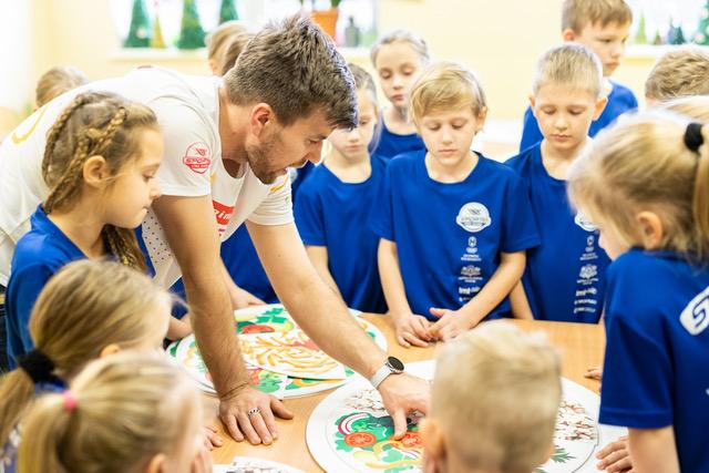 """Liepājas Ezerkrasta sākumskola un Grobiņas Zentas Mauriņas vidusskola uzņems veselīga dzīvesveida izaicinājumu """"Sporto Labākai dzīvei"""""""