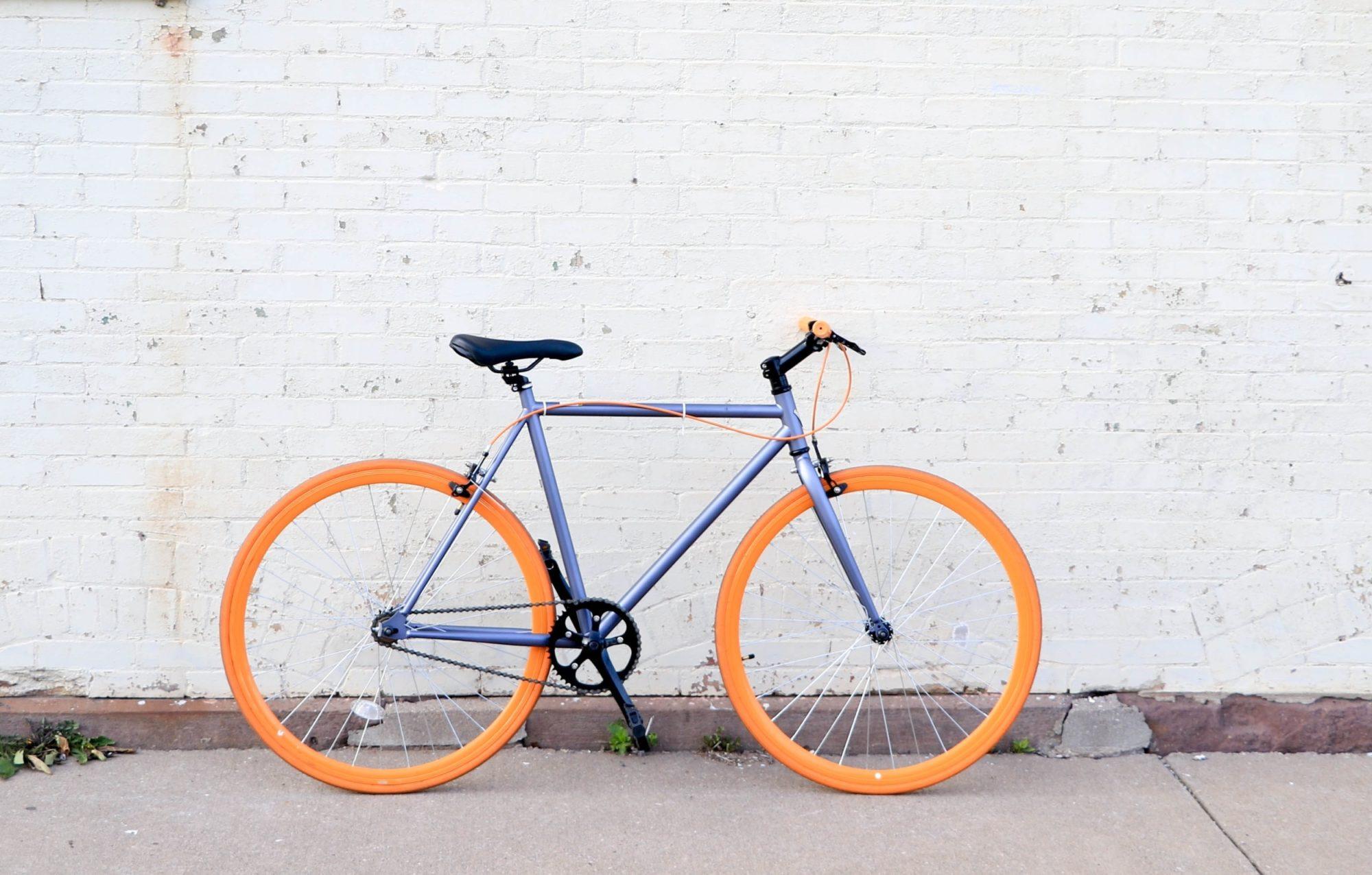 Dienas prieks: Sēdēšana mājās netraucē braukt ar velosipēdu