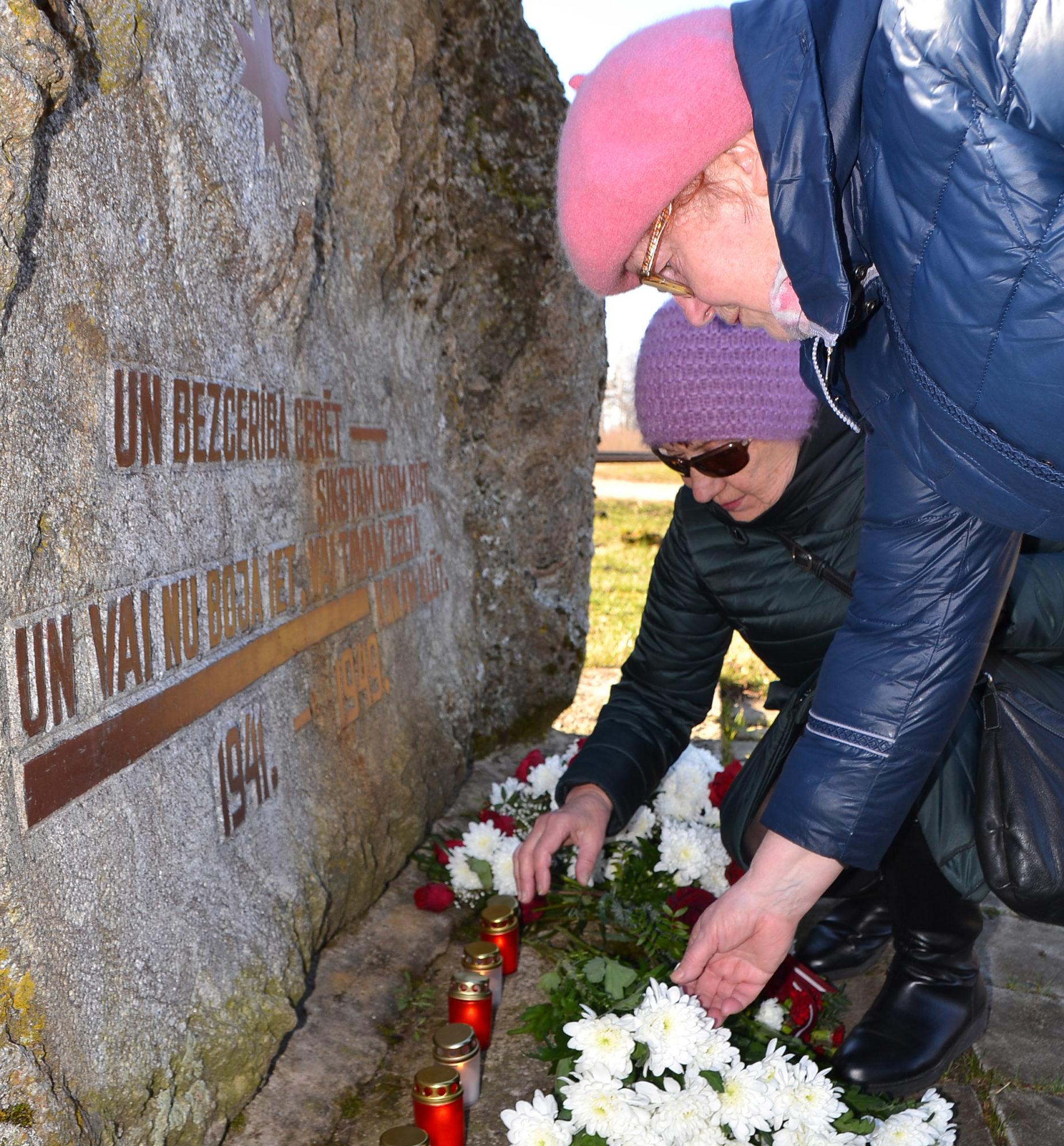"""""""Neaizmirsīsim neviena paša"""" – piemin Staļina represiju upurus"""
