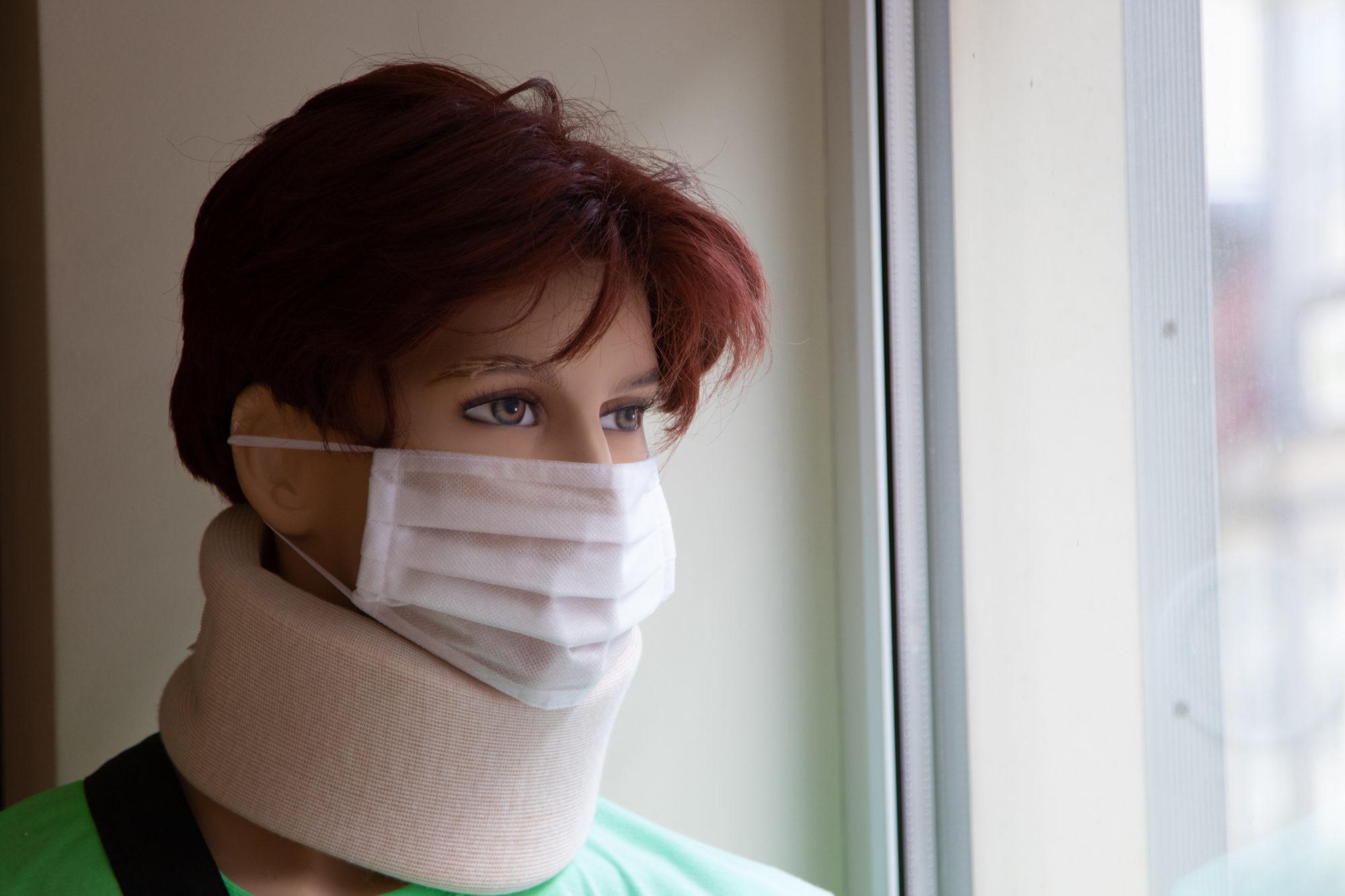 """Liepājas pašvaldība iegādājusies aptuveni 4500 sejas aizsargmaskas no vietējā ražotāja """"Tonus Elast"""""""