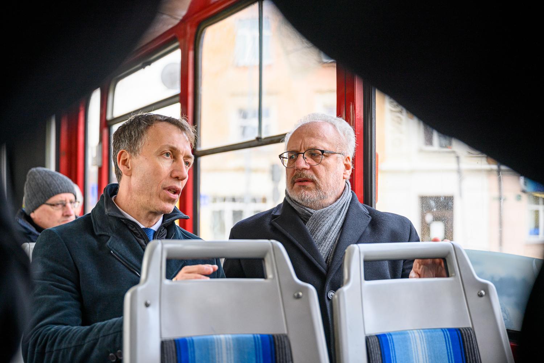 Valsts prezidenta brauciens Liepājas tramvajā – simbolisks