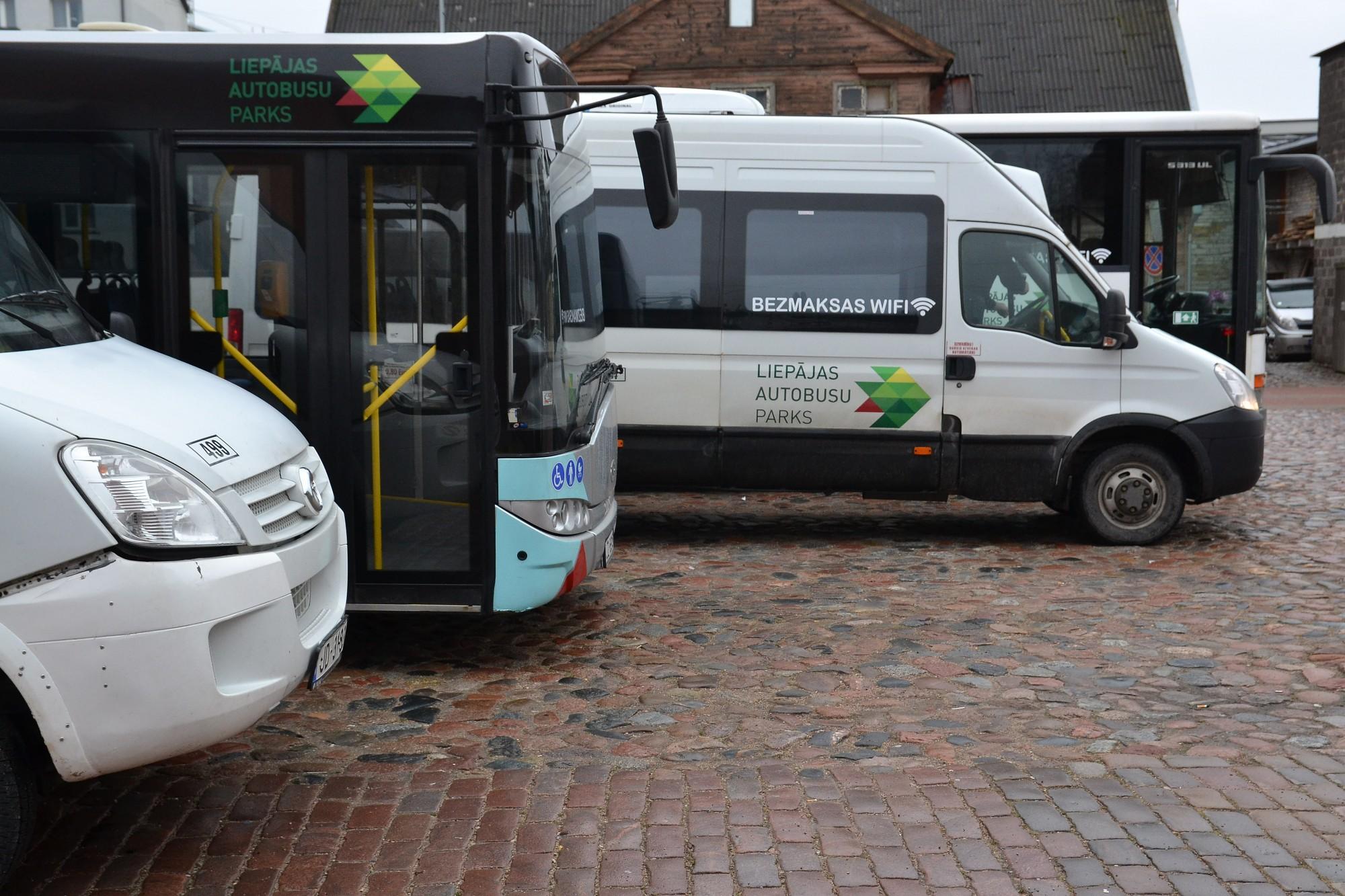 Autobusu šoferi uz tualeti tiek tikai tirgus darba laikā