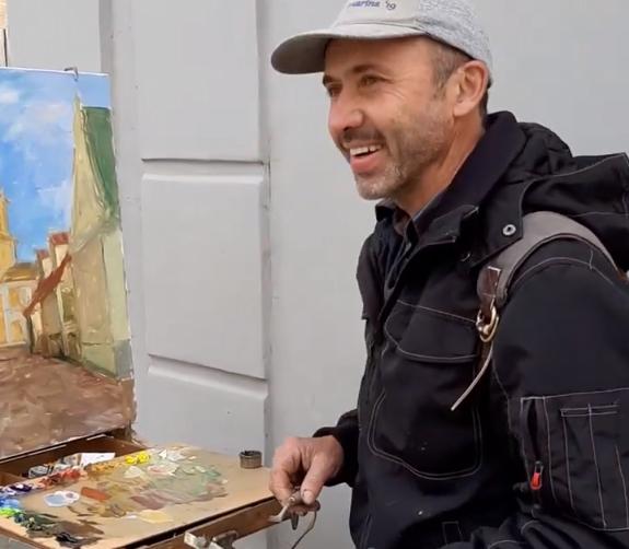 Aivars Kleins pašizolējas mākslā, gleznojot Svētās Trīsvienības katedrāli