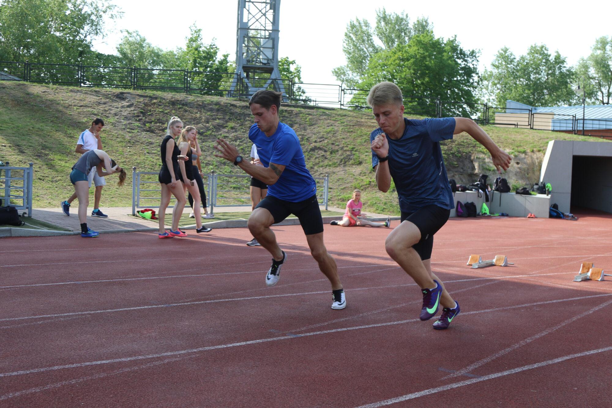 Ministrija atļauj treniņus, sportisti vēl nogaida
