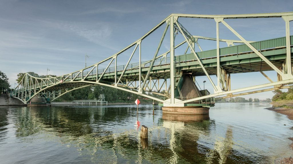 Kalpaka tilta tablo izgājis no ierindas