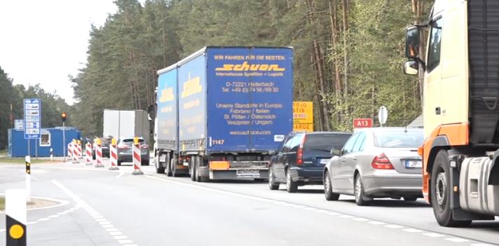 Iedzīvotāji intensīvi šķērso atkal atvērto Latvijas–Lietuvas robežu