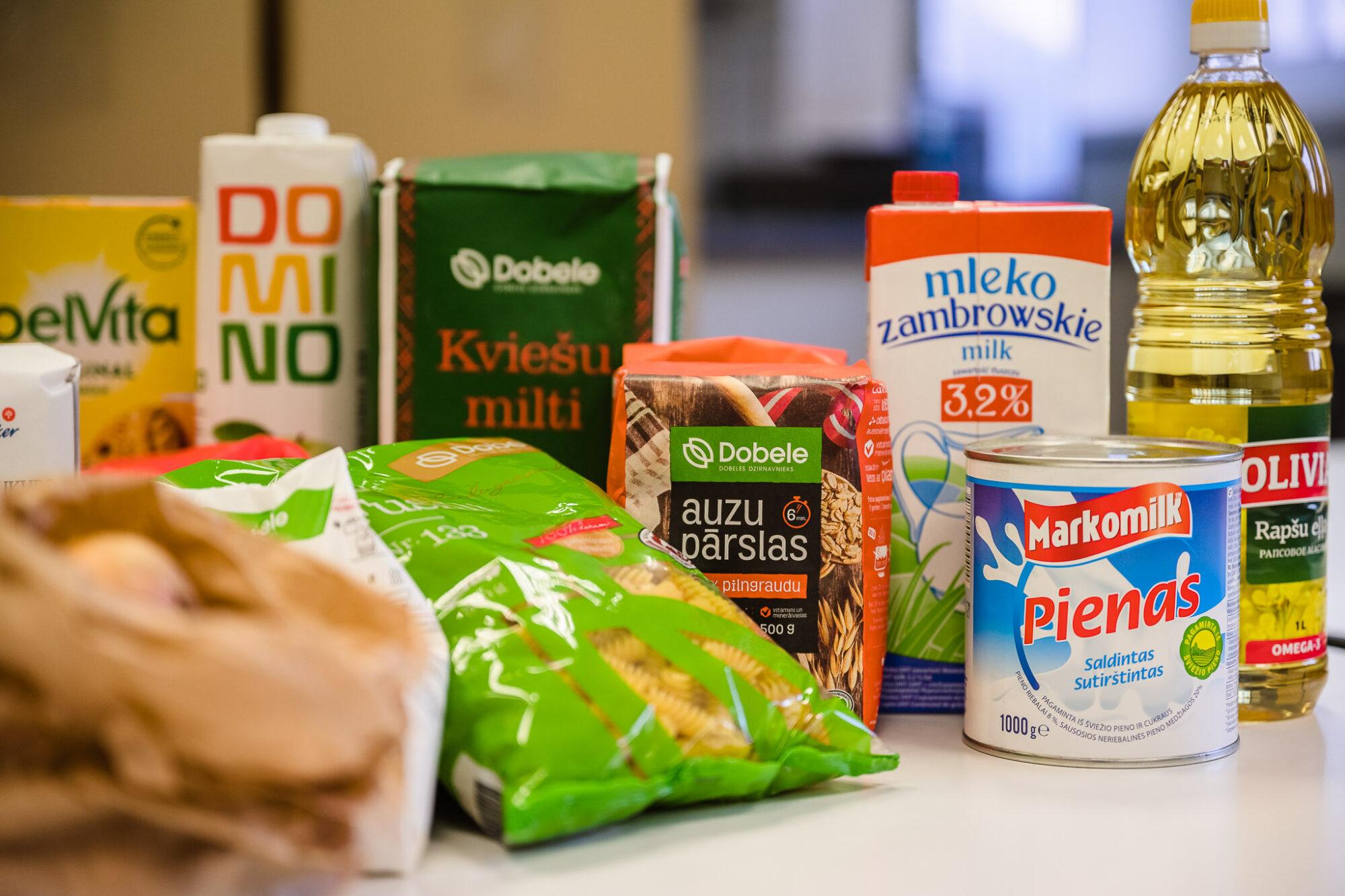 Turpinās izsniegt pārtikas pakas skolēniem no trūcīgām, maznodrošinātām un daudzbērnu ģimenēm