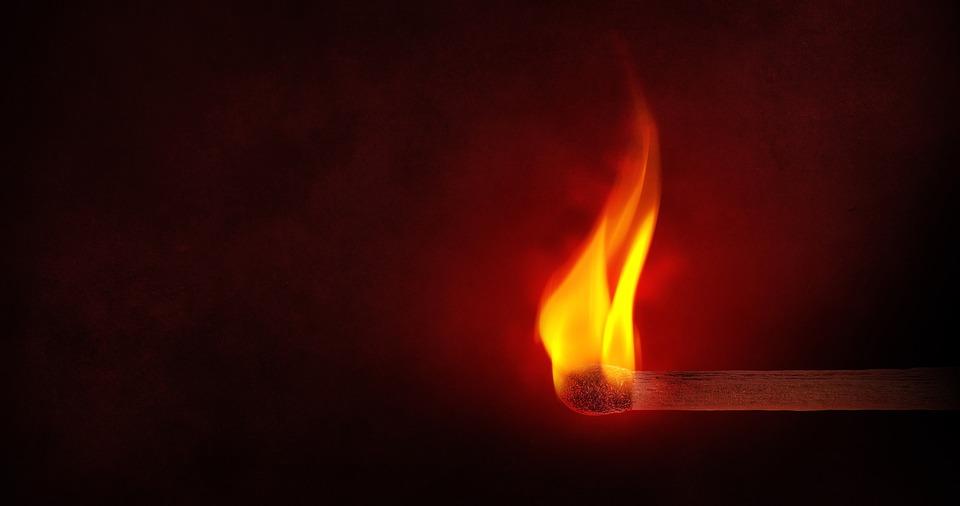 Karostā degusi kūla