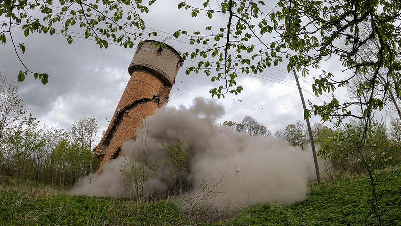 NBS mācību laikā Vaiņodē uzspridzina daudzstāvu ēku un ūdenstorni