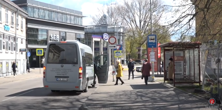 Sabiedriskajā transportā distancēšanās jāievēro tikai iespēju robežās
