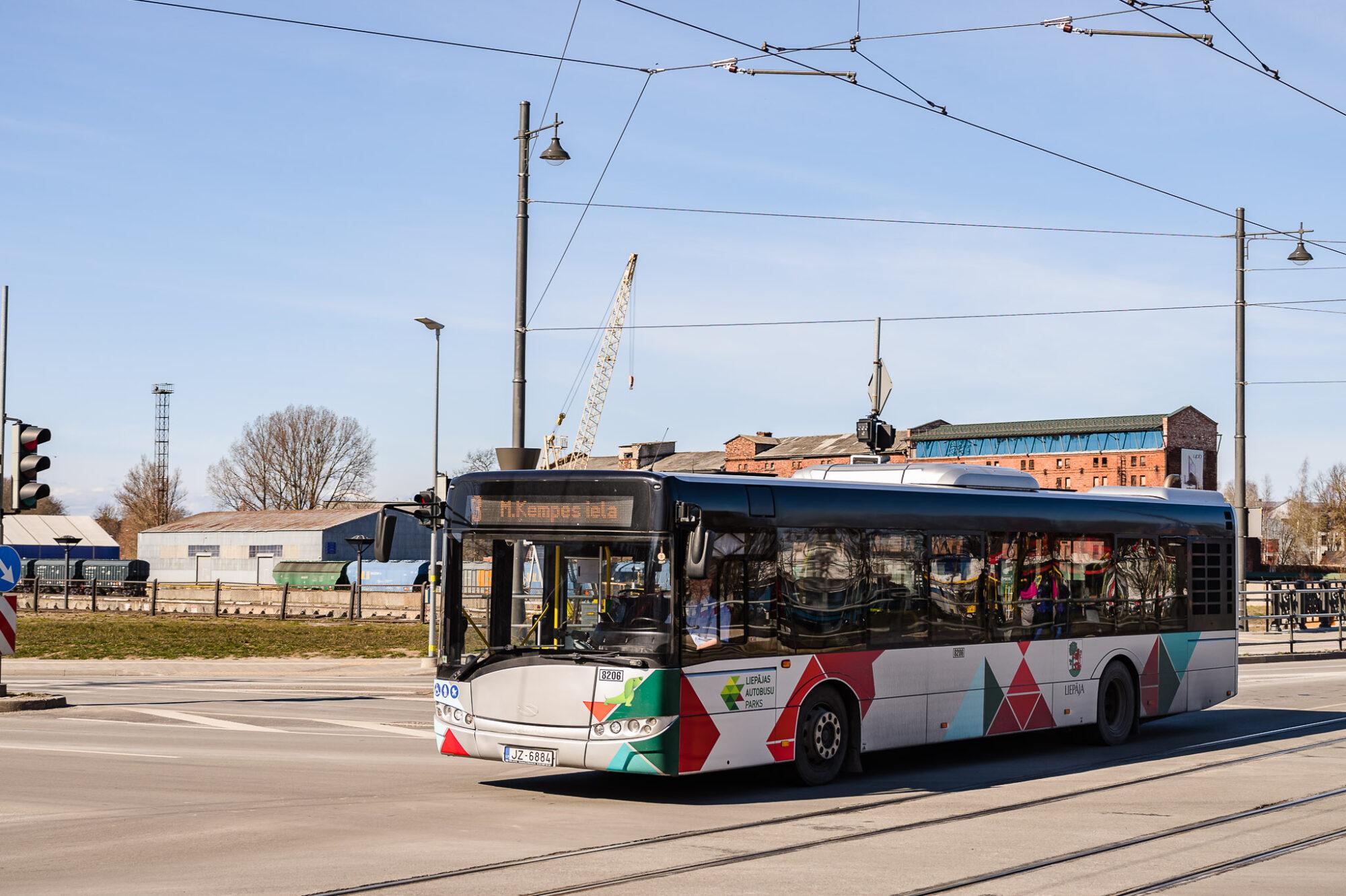 Atsāks biļešu tirgošanu pie sabiedriskā transporta vadītājiem