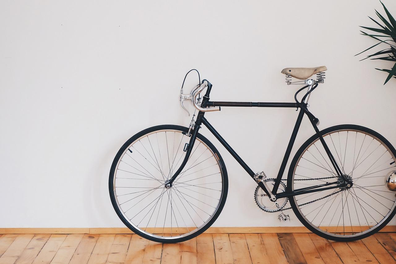 No kāpņu telpas Liepājas centrā nozagti velosipēdi 1000 eiro vērtībā