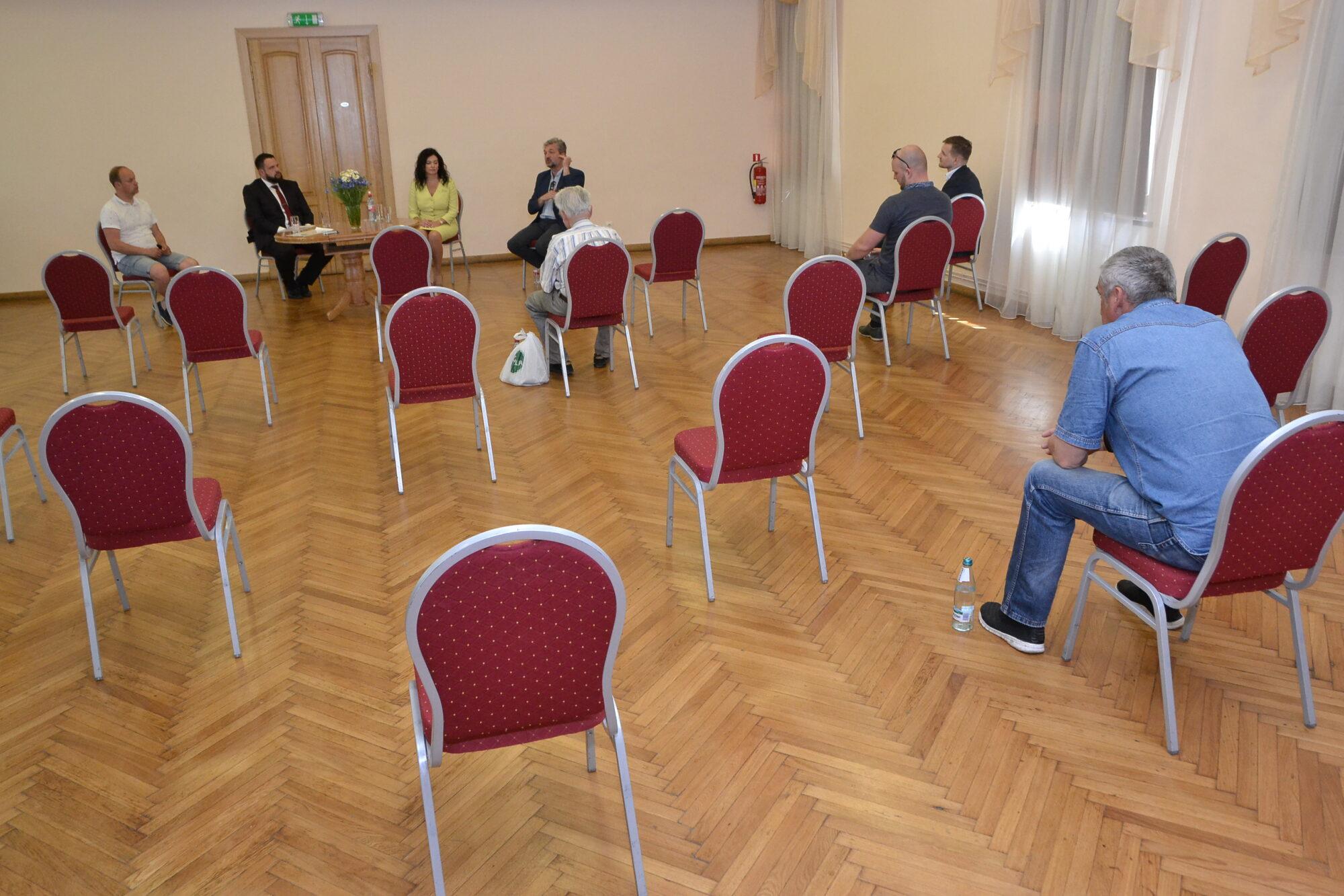 """Par pandēmijas ziloni istabā – tikšanās ar """"KPV LV"""" pārstāvjiem"""