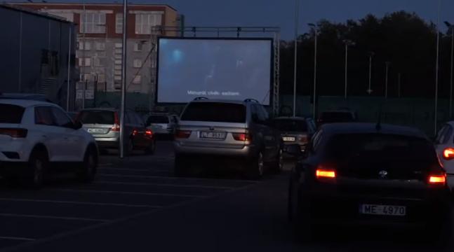 Saulriets izjauc brīvdabas kino seansu Liepājā