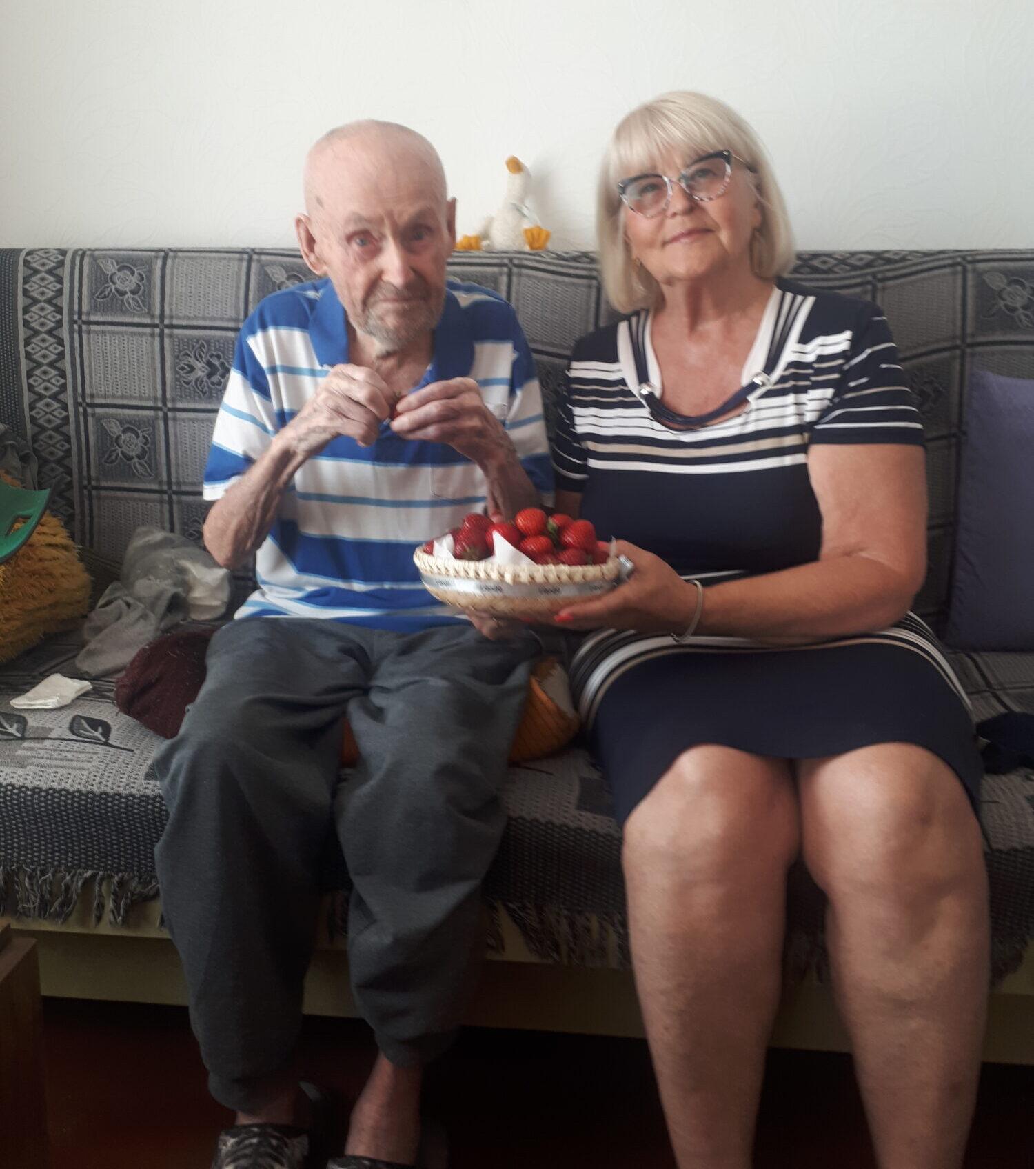 Simts gadu jubilejā sveic liepājnieku Ernestu Krūmiņu