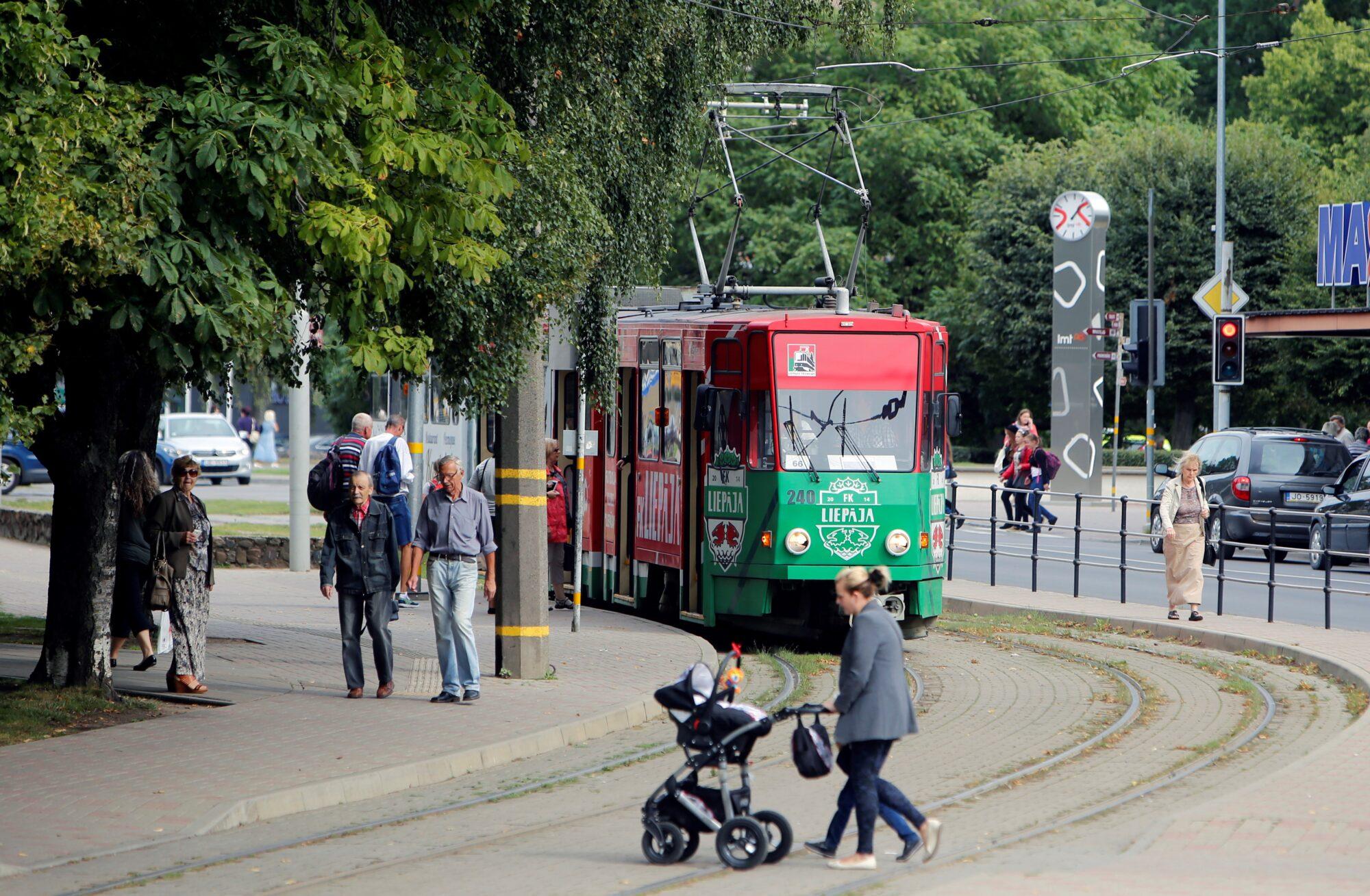 Bezmaksas sabiedriskā transporta mēnešbiļešu termiņu pagarinās līdz 1. jūlijam