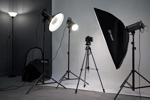 """Liepājas Mūzikas, mākslas un dizaina vidusskolai foto un videotehniku par 6312 eiro piegādās uzņēmums """"Baltijas Foto serviss"""""""