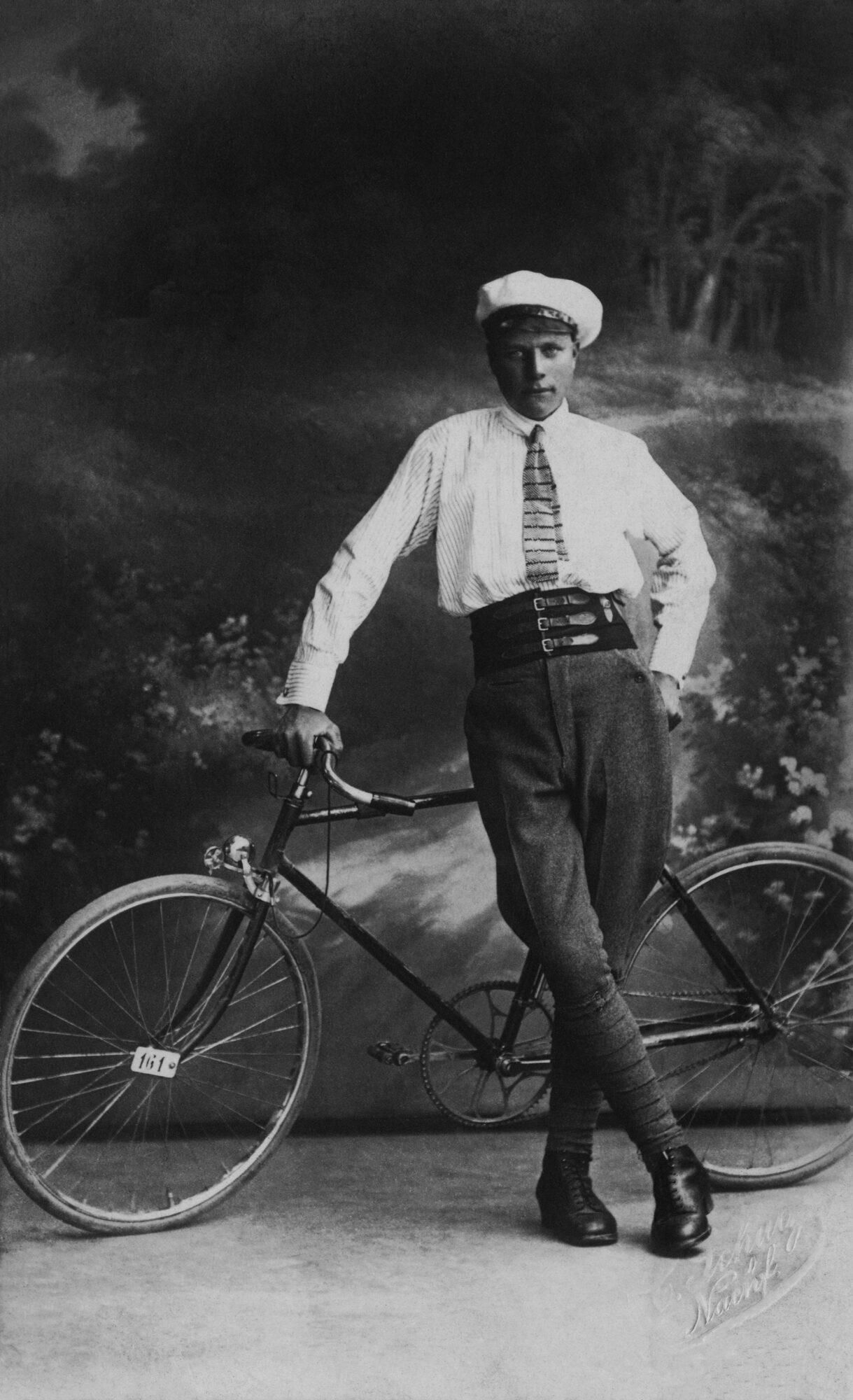 Liepājas muzejs iepazīstina ar velobraucēju modi 19. un 20. gadsimtā