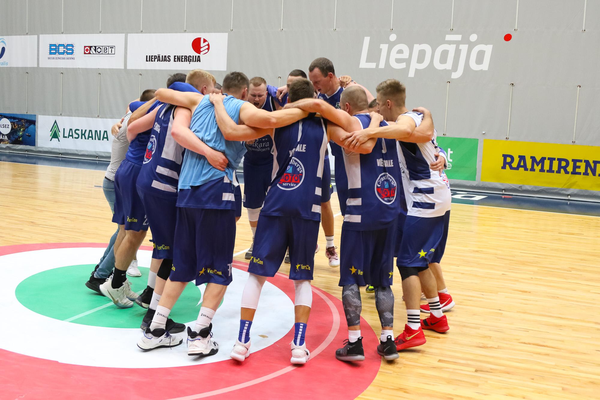 """""""Oskara Transports"""" un """"Lesjofors"""" kļūst par pilsētas čempioniem basketbolā"""