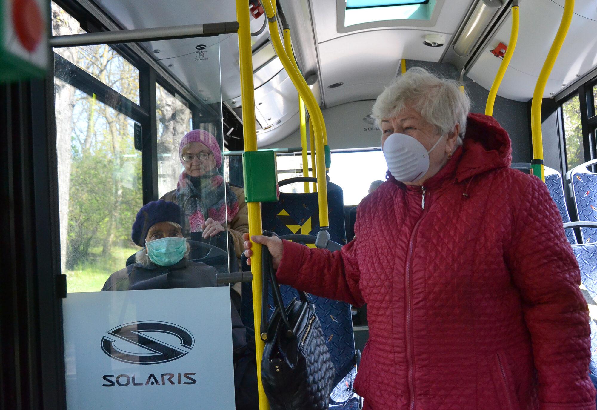 Sabiedriskajā transportā vairs nav obligāta sejas aizsegu lietošana