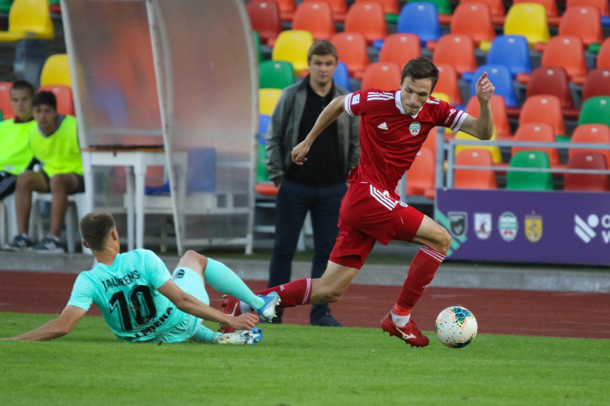 """Uz nenoteiktu laiku pārcelta futbola virslīgas spēle starp """"Liepājas"""" un """"Spartaka"""" komandām"""