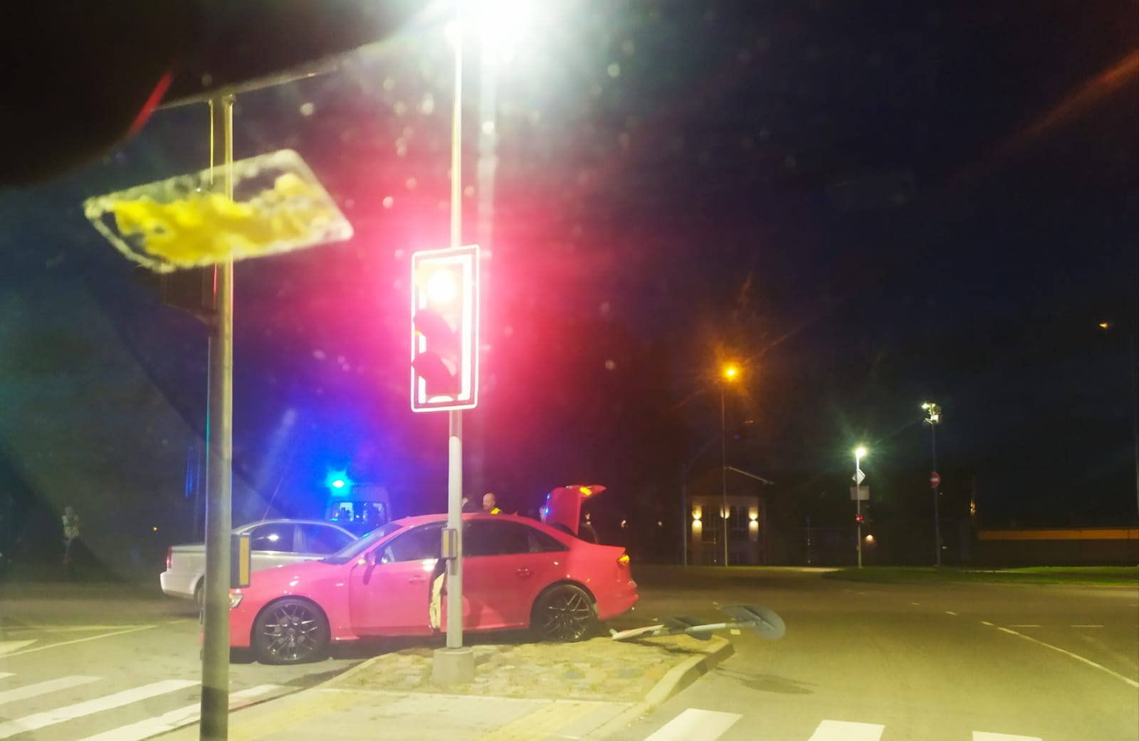 Divu auto sadursmē cieš divas sievietes