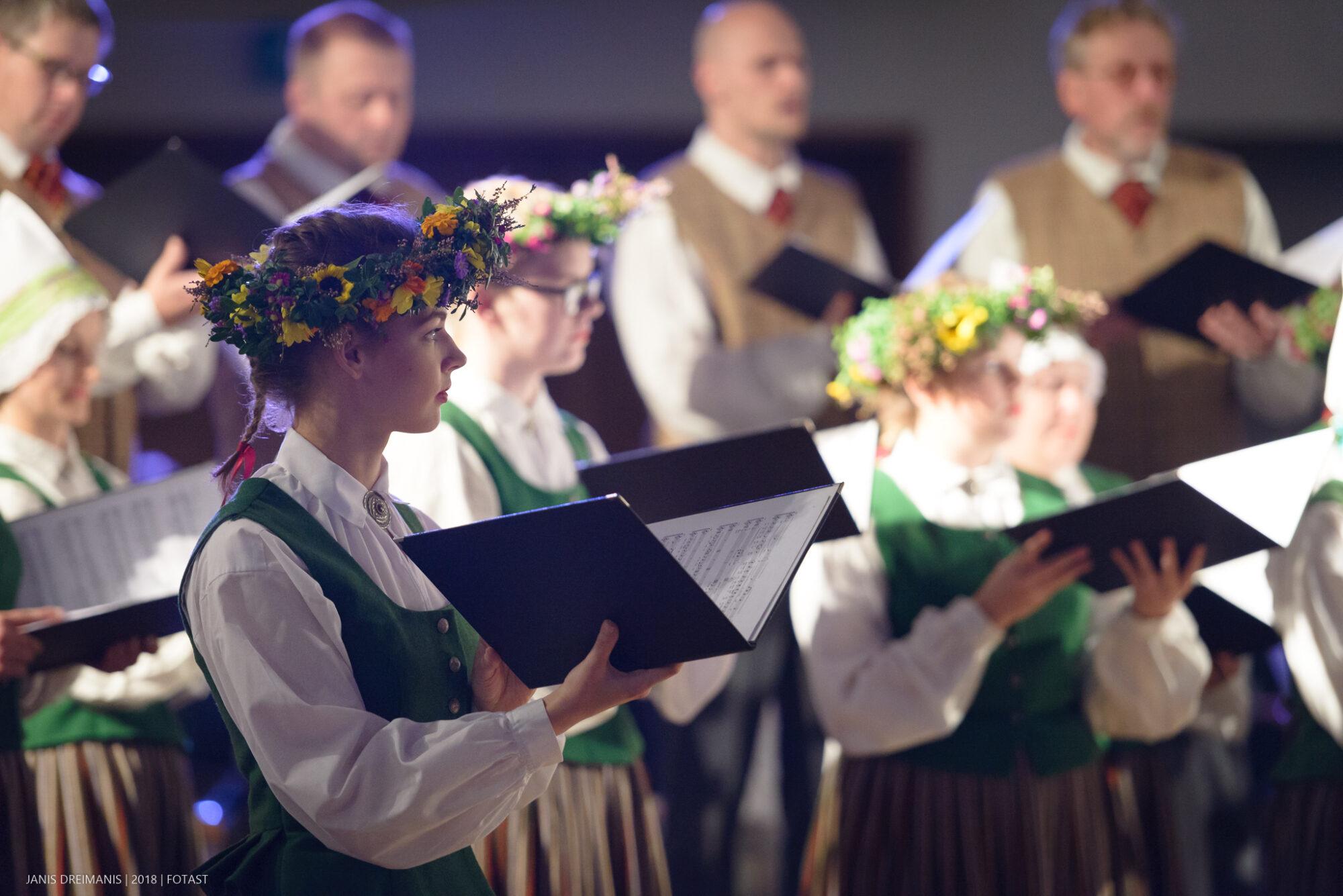 Aicina korus no visas Latvijas pieteikties dalībai 5. jaukto koru dziesmu dienā