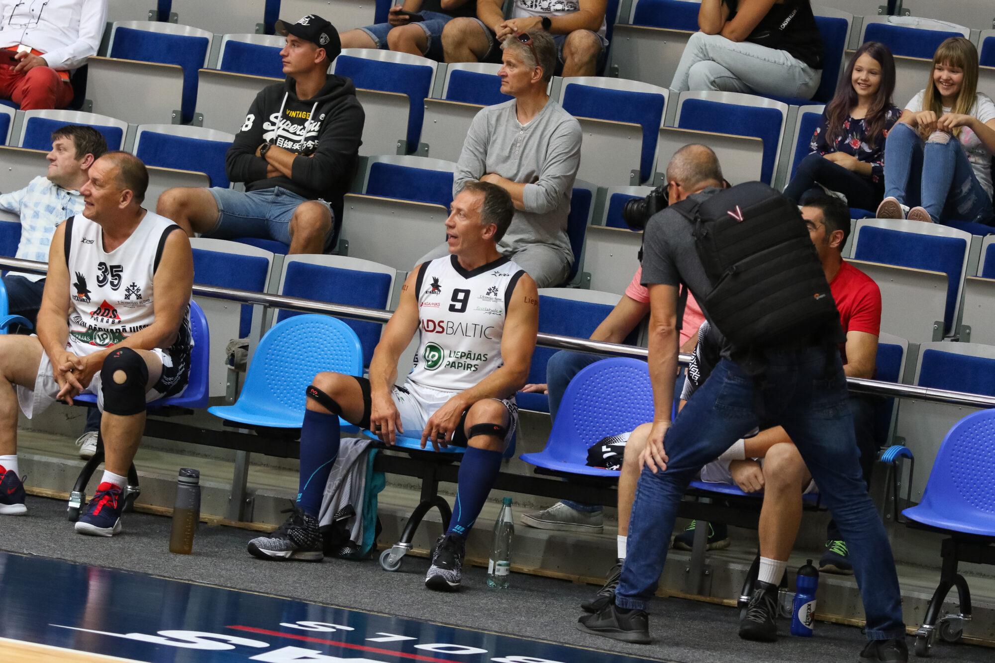 """Aivadītajā nedēļas nogalē aizvadīts veterānu turnīrs basketbolā """"SunSet Basket Cup 2020"""""""
