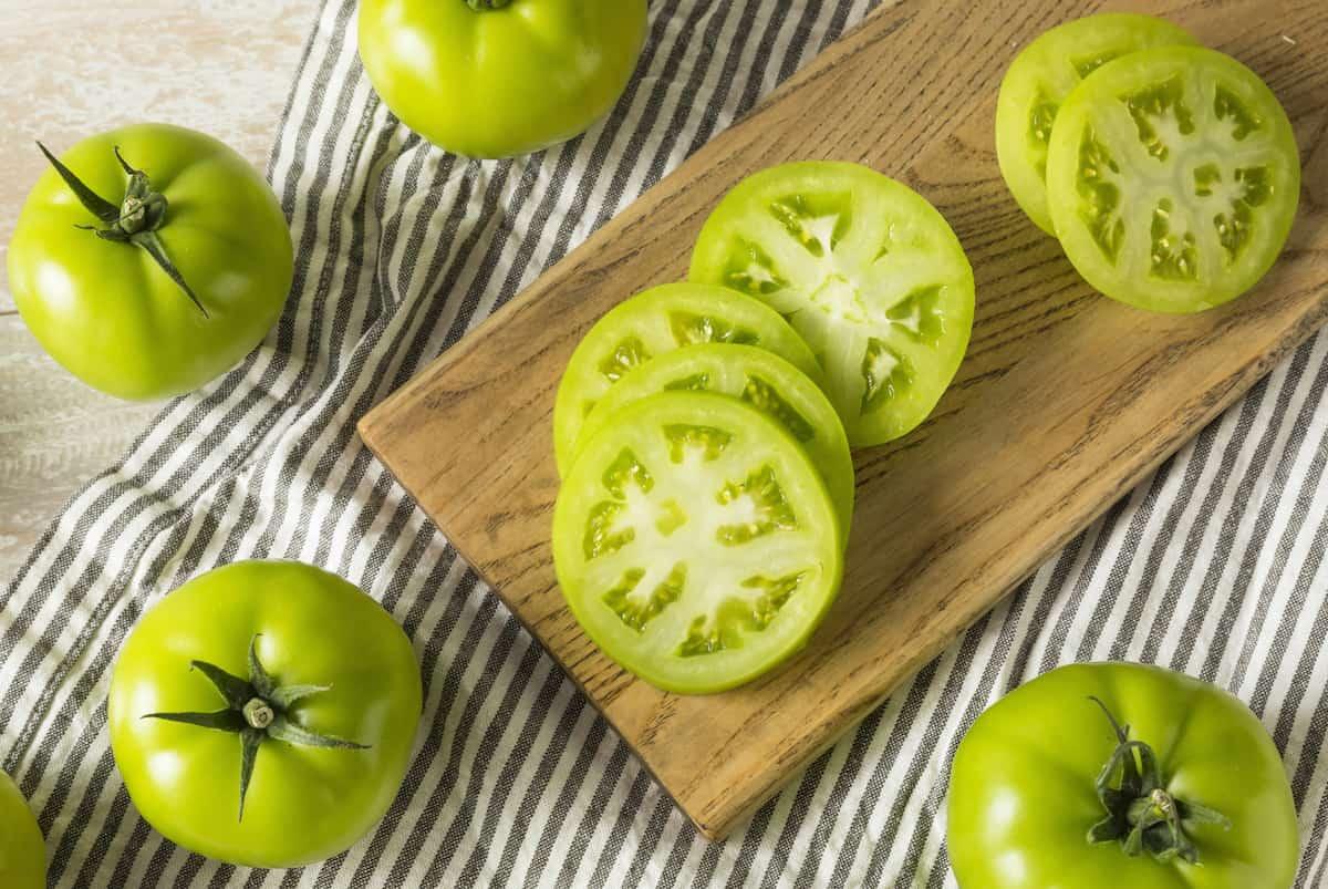 Padomi un receptes, kā pagatavot garšīgos zaļos tomātus