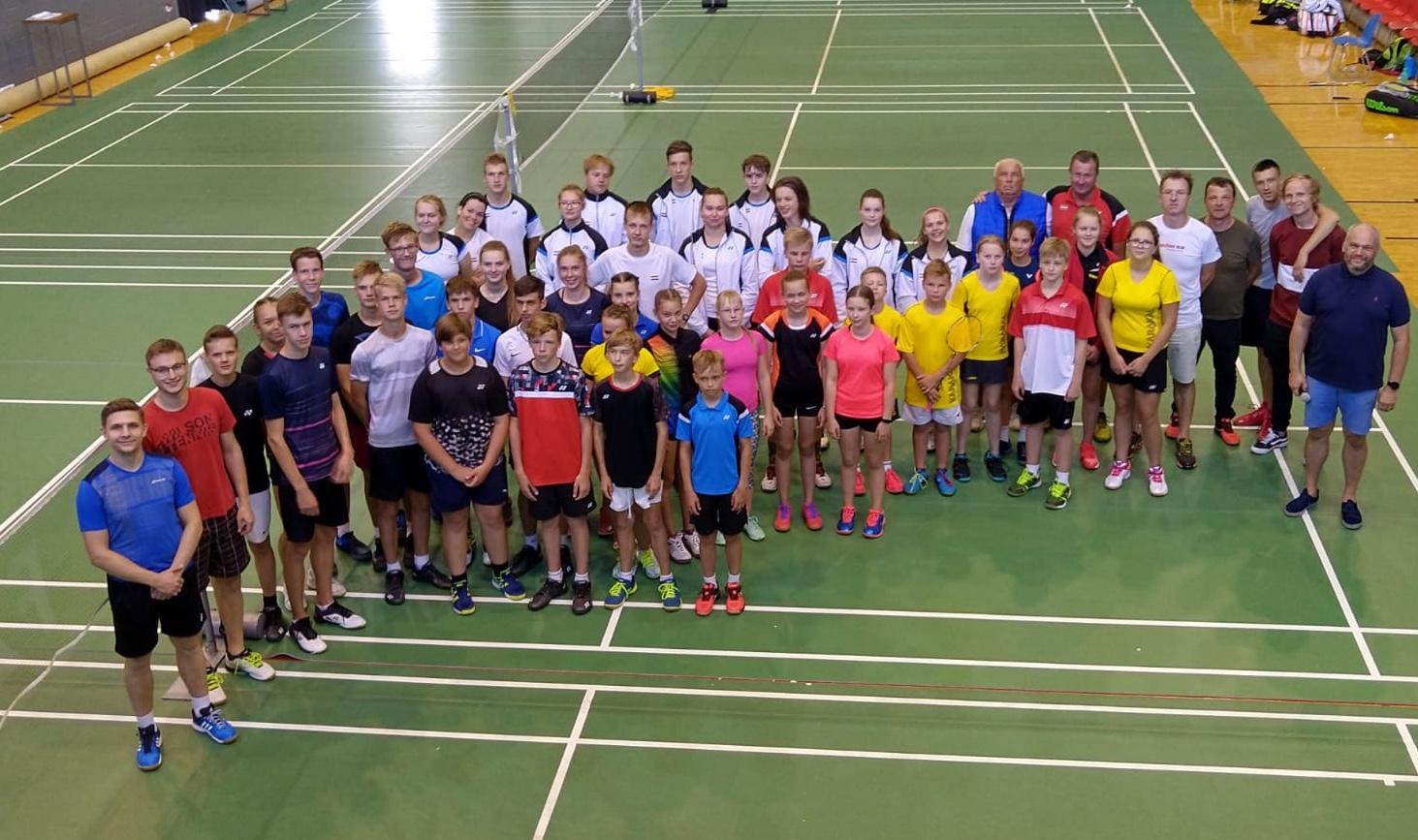 Igauņu jaunie badmintonisti pārspēj Latvijas juniorus