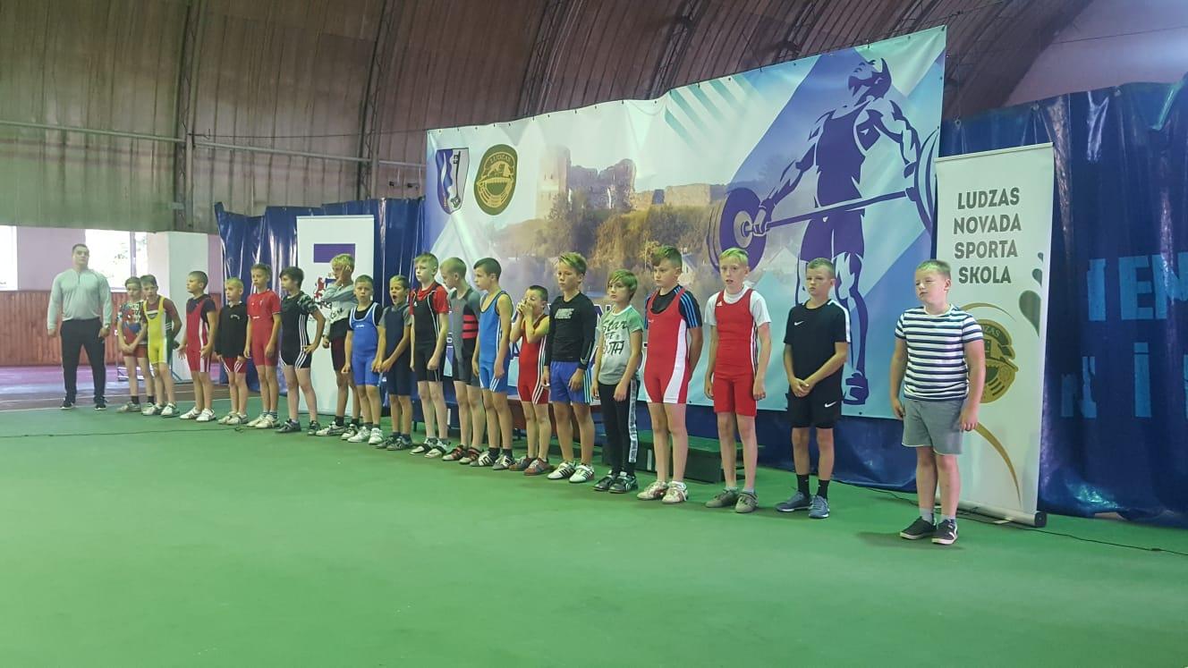 Liepājnieki iegūst godalgotas vietas Latvijas čempionātā svarcelšanā