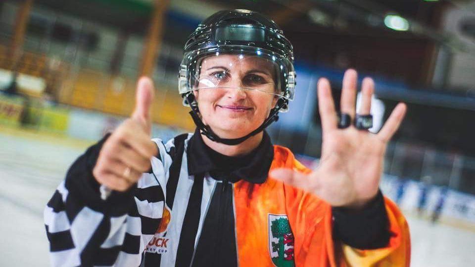 """Sintija Čamane – pirmā sieviešu tiesnese """"Optibet"""" hokeja līgā"""