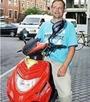 Atkārtoti nozog motorolleru